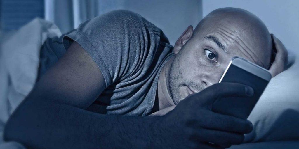 no usar celular antes de dormir
