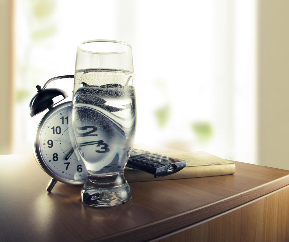 tomar un vaso de agua al despertar